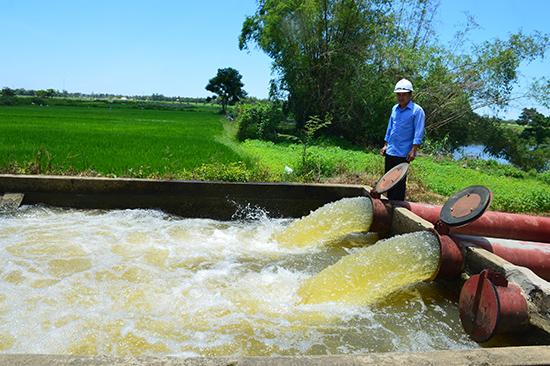 Cần sử dụng nước tưới tiêu hợp lý ở vụ đông xuân tới trong bối cảnh hạn hán đang diễn ra gay gắt ngay giữa mùa mưa. Ảnh: Q.T