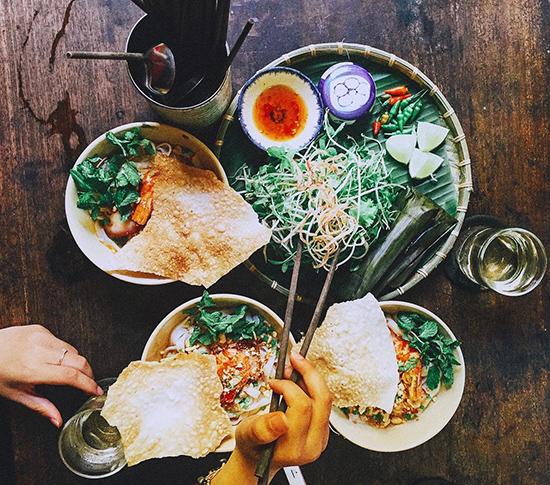 ...và món mỳ đậm chất Quảng giữa Sài Gòn.Ảnh: L.H