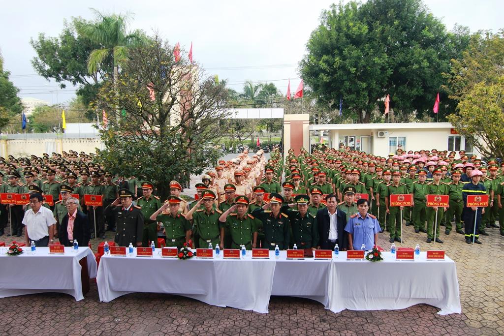 Hơn 500 cán bộ, chiến sĩ Công an tỉnh tham dự buổi lễ phát động. Ảnh: T.C