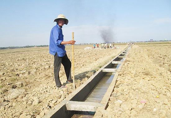 Xã Quế Xuân 2 tập trung kiên cố hóa hệ thống kênh mương để chủ động phục vụ sản xuất nông nghiệp. Ảnh: VĂN SỰ