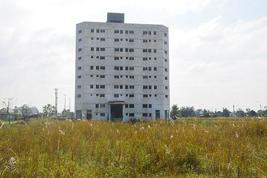 Điện Bàn đang thiếu hụt các công trình nhà ở, thiết chế văn hóa cho công nhân, lao động. Ảnh: Q.T