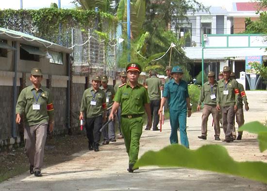 Cựu chiến binh phường Cẩm An (TP. HộiAn) tham gia tuần tra giữ gìn an ninh trật tự.  Ảnh: MINH VŨ