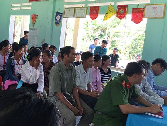 """Lễ ra mắt Mô hình """"Họ Bùi Hòa Bình tự phòng, tự quản về an ninh trật tự """"tại xã Trà Giang, huyện Bắc Trà My. Ảnh: M.C"""