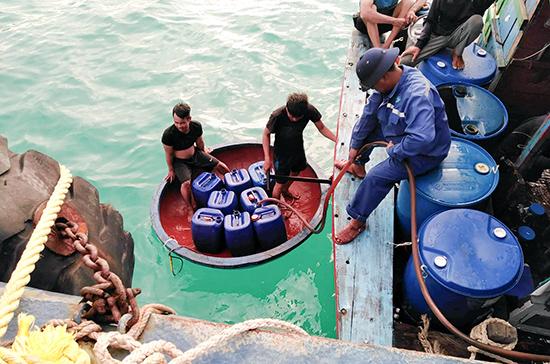 Cung cấp nước ngọt miễn phí cho tàu cá trước khi rời trung tâm.