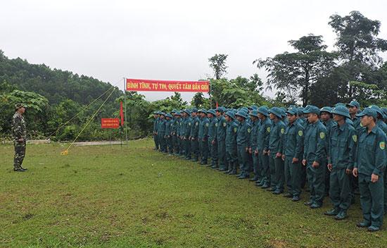 Dân quân huyện Phước Sơn trên thao trường huấn luyện. Ảnh: N.DIỆP