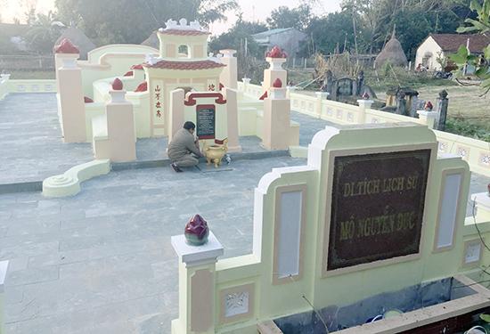 Khu mộ cụ Nguyễn Dục được trùng tu khang trang. Ảnh: N.ĐOAN