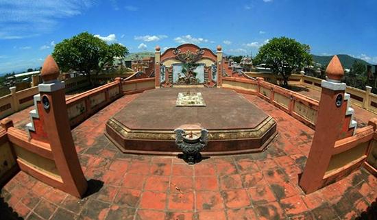 Lăng mộ Ông Ích Khiêm ở phường Hòa Thọ Tây, quận Cẩm Lệ, Đà Nẵng.