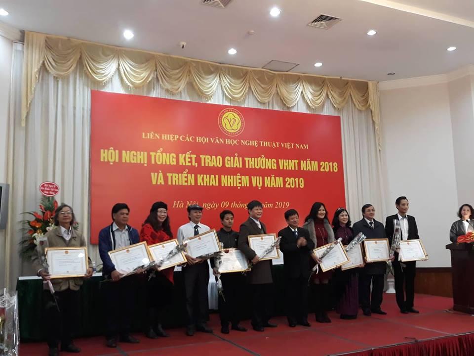 Trao giải thưởng VHNT Việt Nam năm 2018. Ảnh: B.A