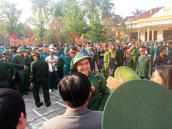 Thanh niên Hội An hăng hái lên đường tòng quân năm 2018.