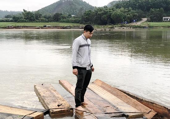 Một vụ vận chuyển gỗ lậu trái phép trên sông Vu Gia bị lực lượng Cảnh sát đường thủy phát hiện, xử lý trước Tết Nguyên đán. Ảnh: T.C