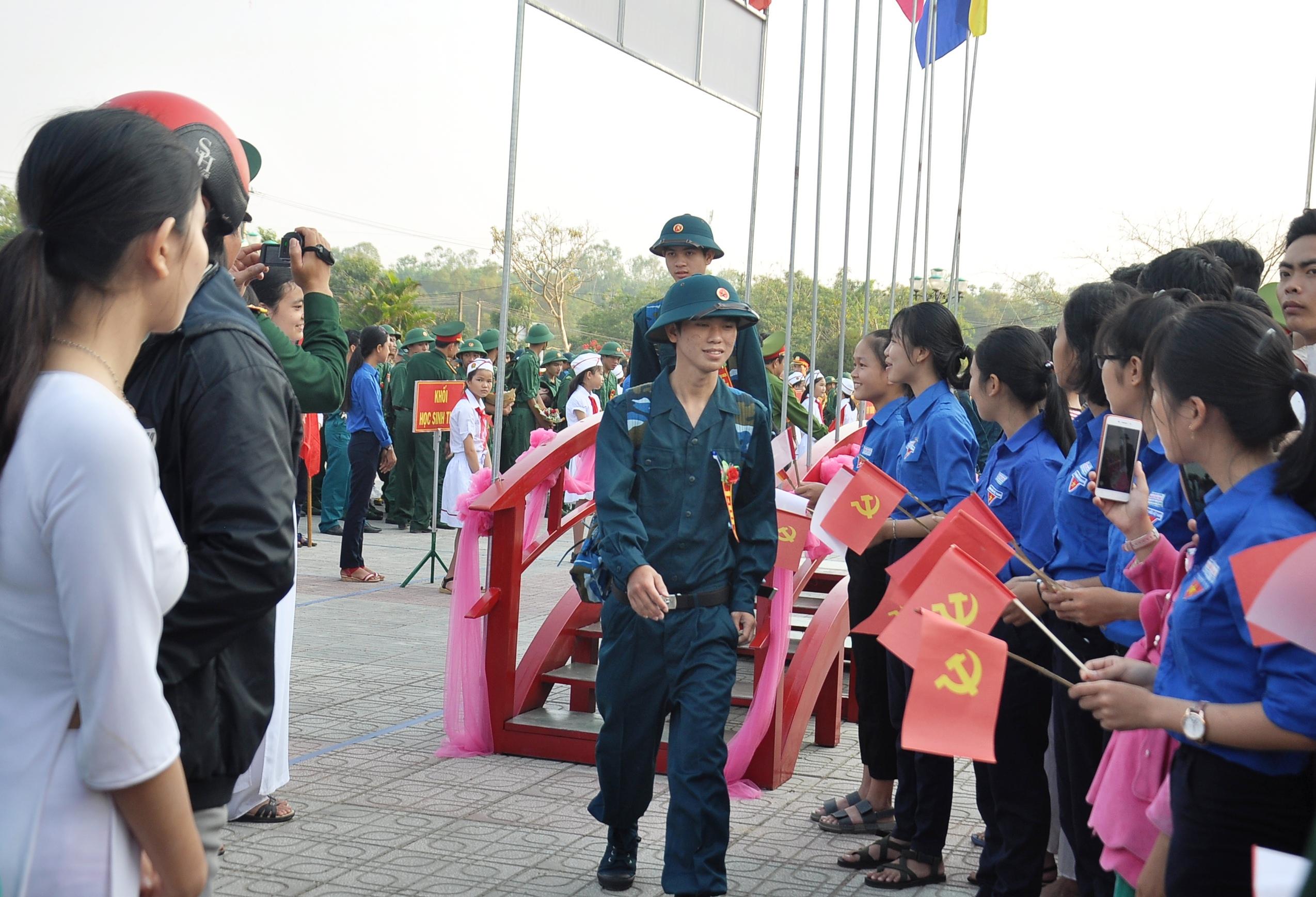 Thanh niên Phú Ninh lên đường tham gia NVQS năm 2018. Ảnh: VINH ANH