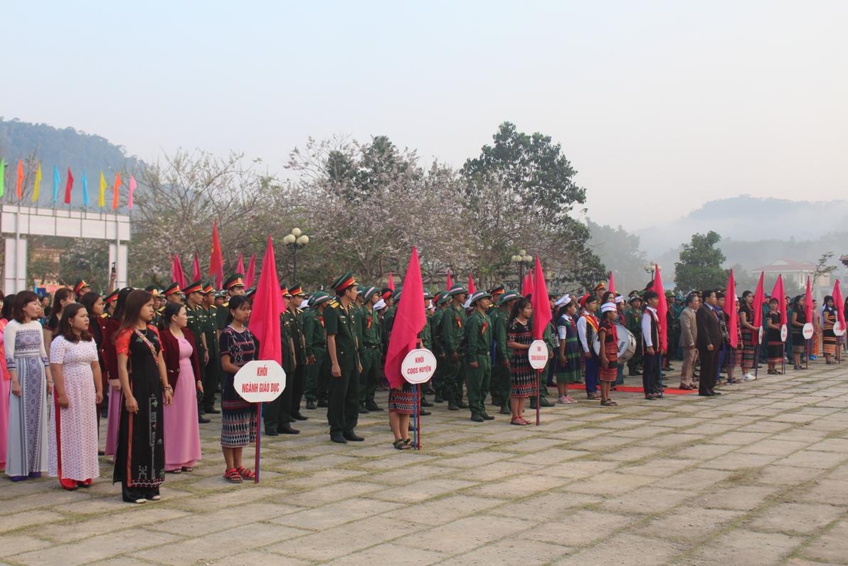 Lễ giao nhận quân tại huyện Tây Giang. Ảnh: HIỆP THÚY