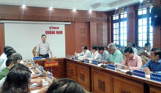 Phó Chủ tịch UBND tỉnh Lê Trí Thanh phát biểu chỉ đạo tại cuộc họp. Ảnh: VĂN SỰ