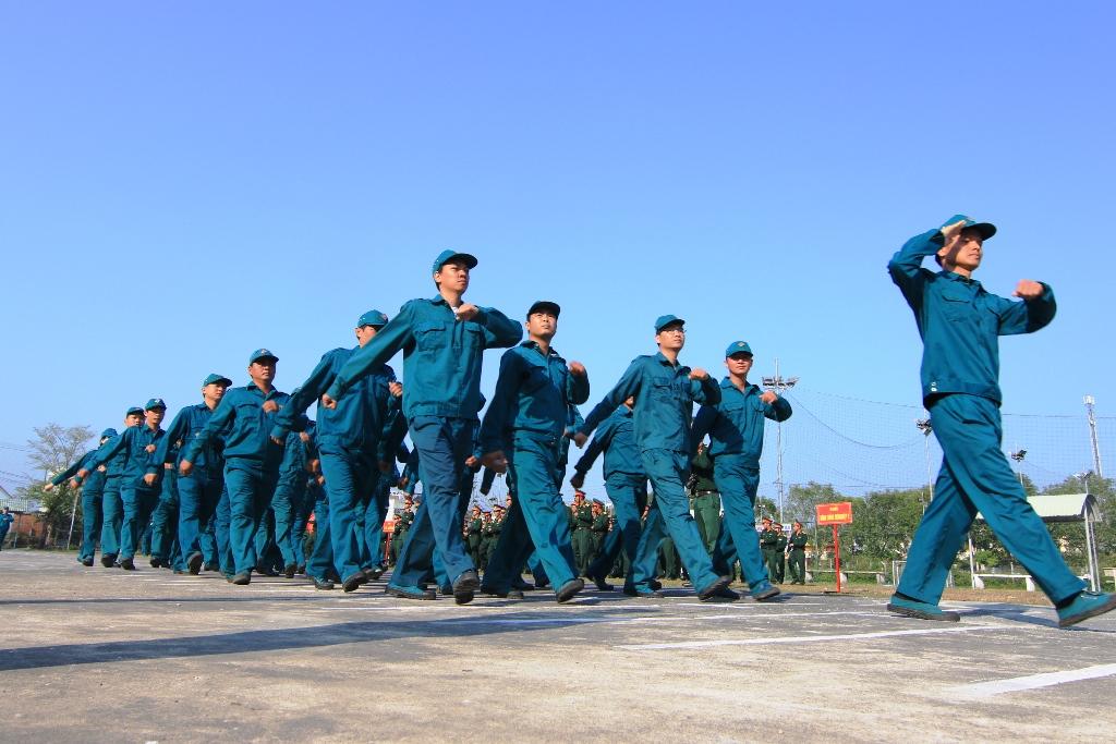 Duyệt đội ngũ tại lễ ra quân. Ảnh: T.C