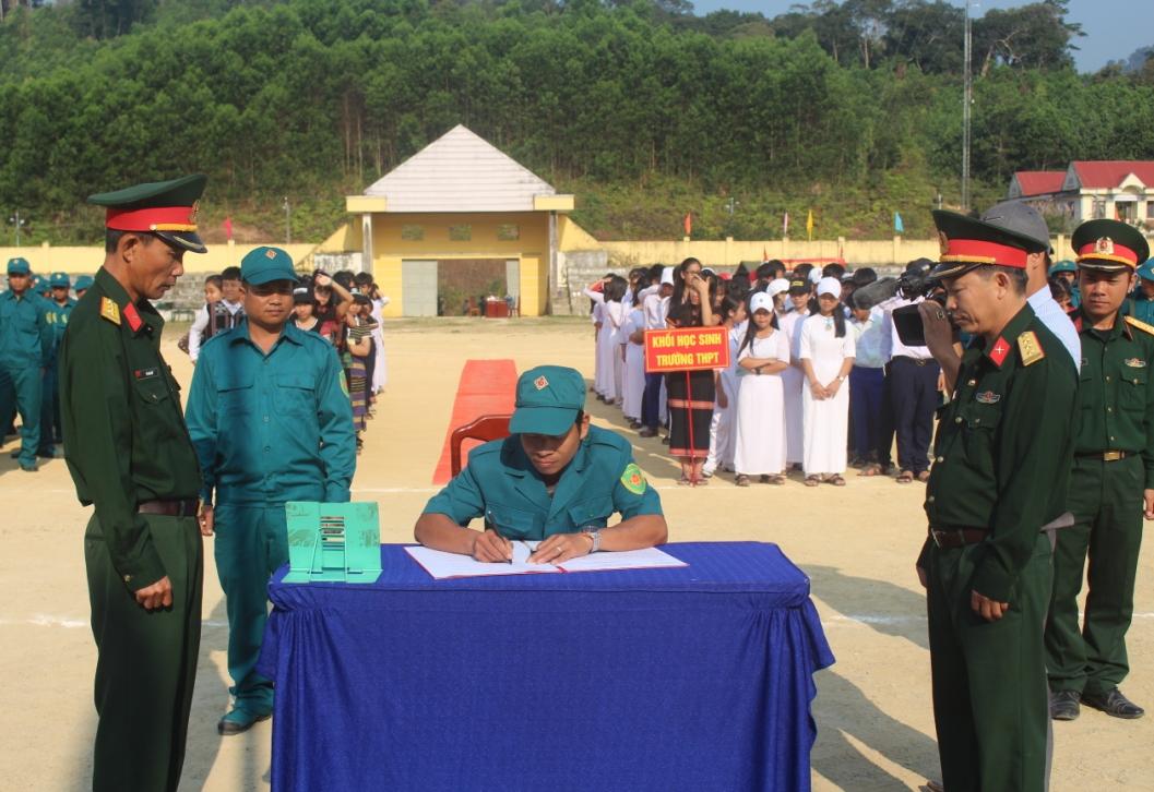 Ban chỉ huy Quân sự huyện, Ban quân sự các xã đã tiến hành ký kết giao ước thi đua 2019