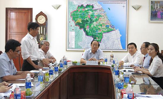 Chủ tịch UBND tỉnh Đinh Văn Thu chủ trì buổi tiếp doanh nghiệp định kỳ ngày 5.3.2019. Ảnh: T.D