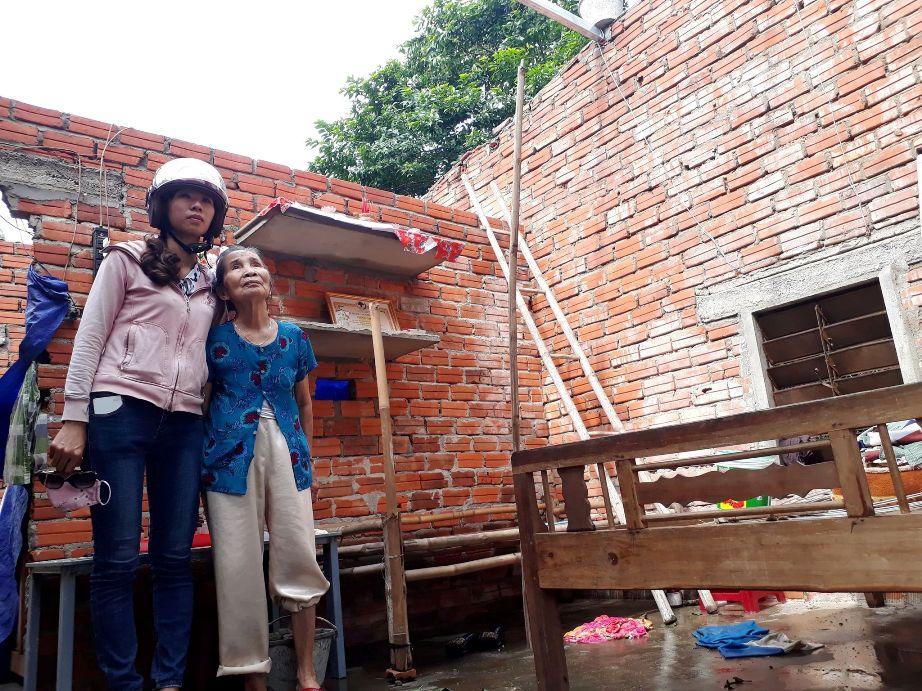 Ngôi nhà của bà Nguyễn Thị Thuận ở thôn Thắng Đông (xã Quế An, Quế Sơn) bị tốc mái hoàn toàn.