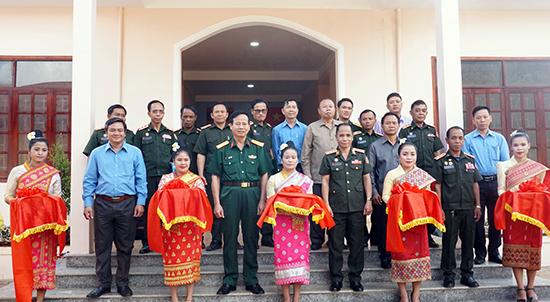Cắt băng khánh thành nhà làm việc Ban CHQS huyện Thà Tèng.