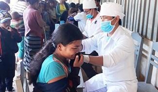 Ngành y tế Quảng Nam tổ chức tư vấn, tiêm chủng mở rộng ở các địa phương miền núi. Ảnh: CDC