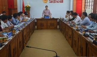 Phó Chủ tịch UBND tỉnh Trần Văn Tân chủ trì buổi làm việc. Ảnh: Q.T