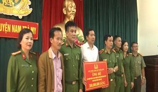 Học viện Cảnh sát nhân dân  thăm và tặng quà tại huyện Nam Trà My. ảnh: Văn Thọ