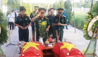 Xã Đại Thạnh tổ chức lễ truy điệu 2 hài cốt liệt sĩ trên địa bàn xã. Ảnh: N.DUY