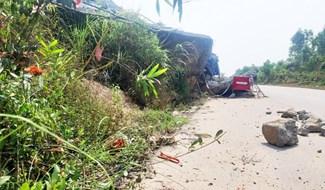 Sạt lở nghiêm trọng taluy dương trên QL 14B qua xã Đại Quang, Đại Lộc. Ảnh: H.L