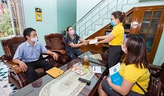 Chi trả lương hưu tại nhà. Ảnh: Theo thoibaotaichinhvietnam.vn