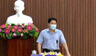 Phó Chủ tịch UBND tỉnh - Trần Văn Tân làm việc với huyện Đại Lộc về công tác phòng chống dịch. Ảnh: H.L