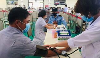 Cán bộ, nhân viên Thaco được tiêm vắc xin ngày 24.6.2021.