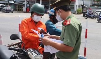 Điện Bàn tiếp tục duy trì các chốt kiểm soát ở vùng giáp ranh với Đà Nẵng. Ảnh: Q.T